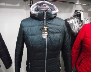Фото Куртки демисезонные «SOFINI» Куртка женская «Кнопка», цвет – волна