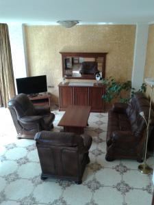 05 Аренда Ялта: 2-х комнатные  двухуровневые апартаменты  с двумя санузлами