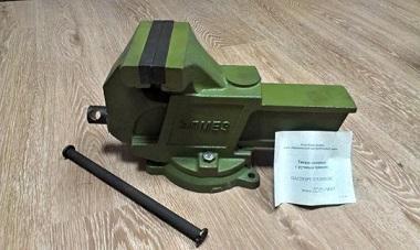 Тиски слесарные 160 мм чуг./пов.