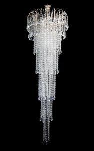 Фото Хрустальные люстры в лестничный проем