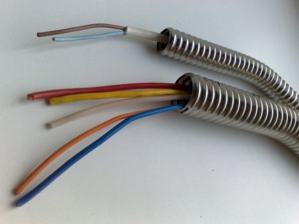 KOFULSO.Труба в качестве кабель канала для электропроводки.