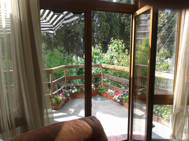 Фото  06 Аренда Ялта: 2-х комнатные апартаменты с отдельным входом и большой террасой