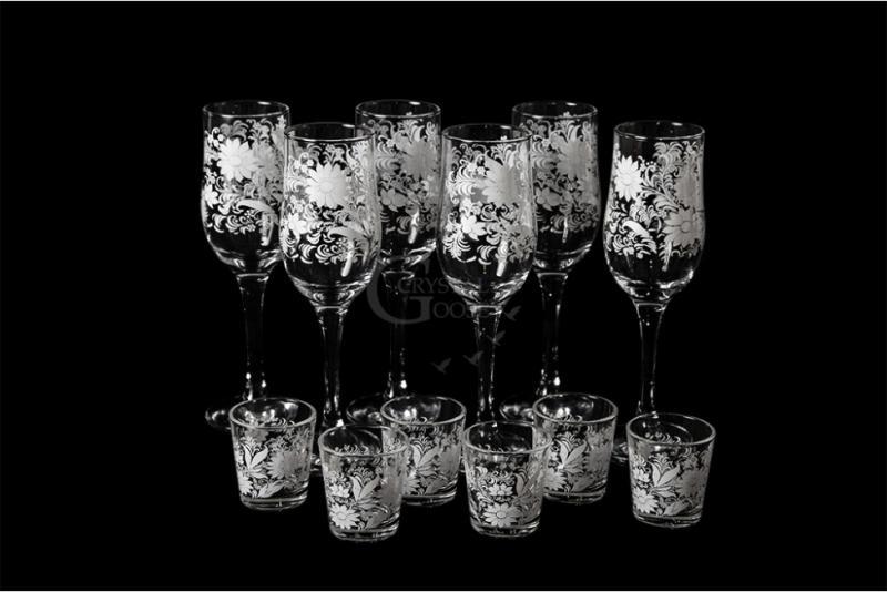 Набор из 12 предметов: бокал и стопка. Белые цветы