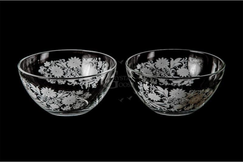 Набор из двух средних салатников. Белые цветы