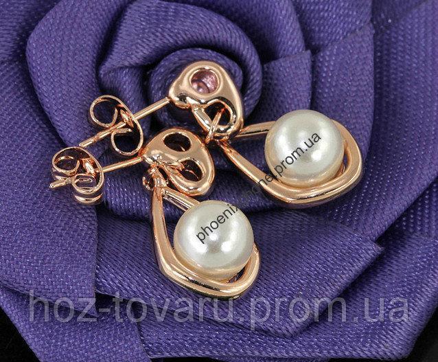 Серьги в стильном дизайне с жемчугом, покрытые слоями золота (201330)