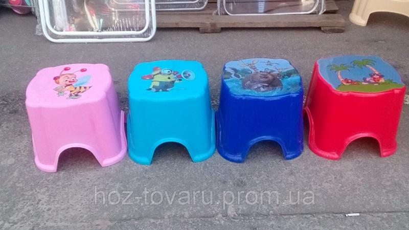 Детские пластиковые табуреты