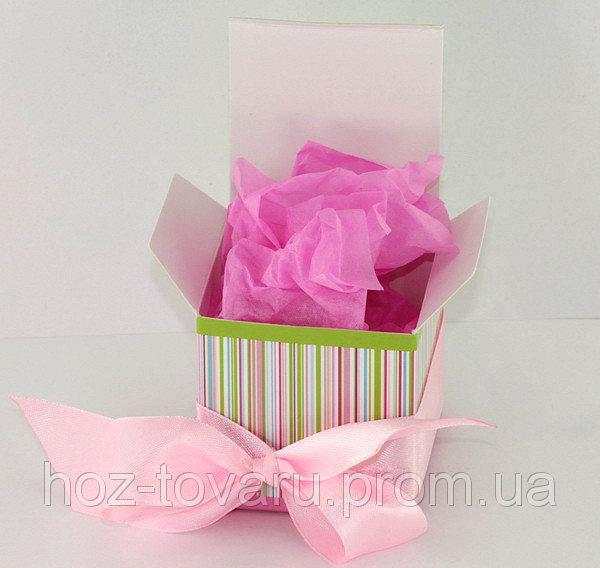 Яркая картонная подарочная упаковка с ленточкой (910090)
