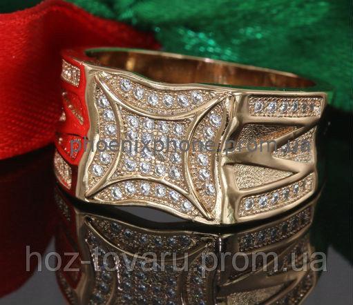 Яркое кольцо - печатка с фианитами, покрытое золотом (124310)