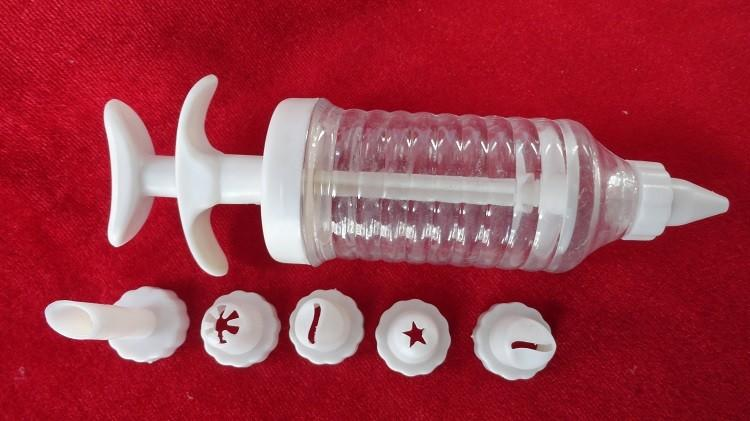 Шприц пластиковый 6 насадок