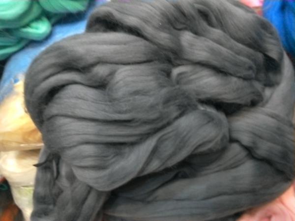 для вязания руками  т. серый