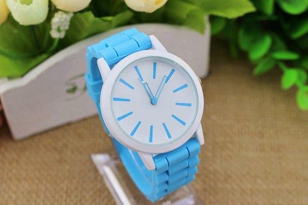 Женские часы Geneva quartz с силиконовым ремешком