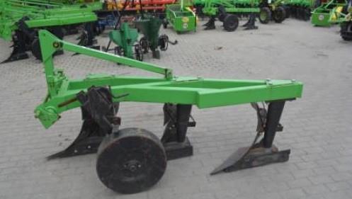 Плуг на трактор навесной 25х3 корпусный (Agromech)