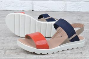Фото  Босоножки женские кожаные на платформе Great Shoes красные синие хаки