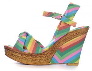 Фото  Босоножки женские на танкетке Valentino разноцветные