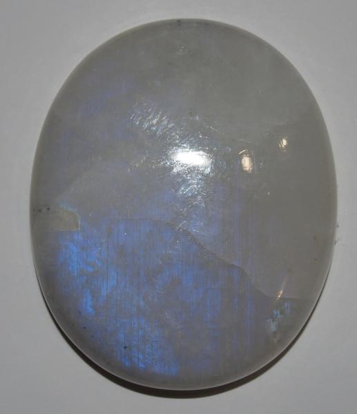 Кабошон лунный камень  41х34х8 мм