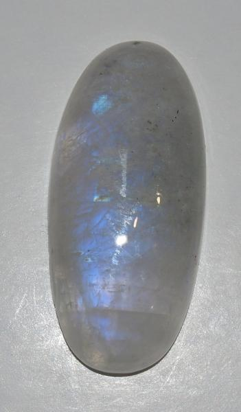Кабошон лунный камень 31х14х5 мм