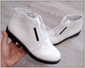 Фото БОТИНКИ, БОТИЛЬОНЫ Ботинки демисезонные белые
