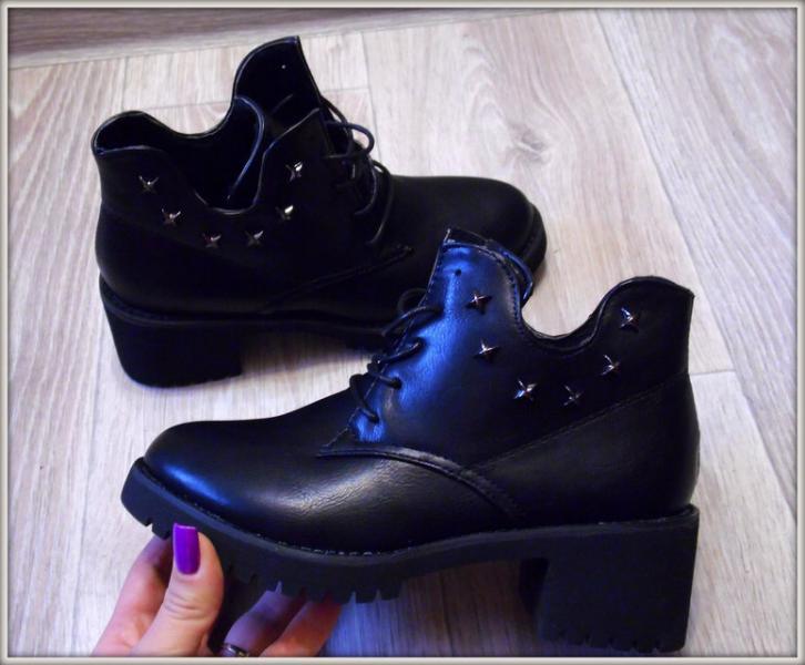 Женские ботинки на шнурках черные 40рр