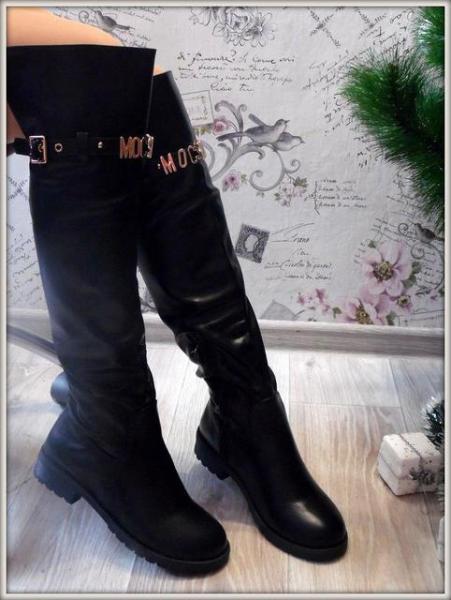 Женские стильные черные сапоги на низком ходу