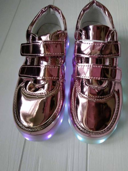 Детские светящиеся LED кроссовки