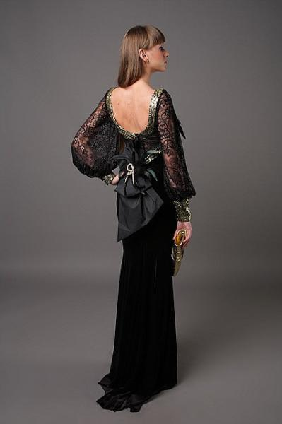 Длинное бархатное платье с открытой спиной