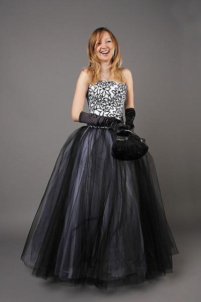 Длинное пышное платье на корсете
