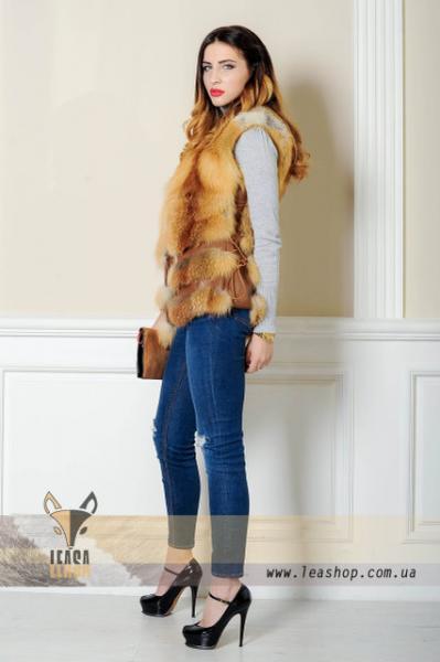 Короткий жилет лиса с кожаным корсетом натуральный