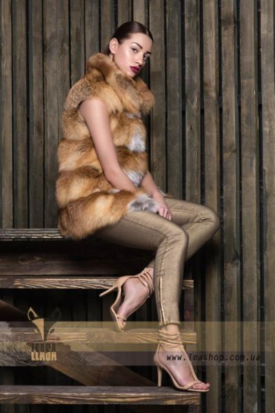 Меховой жилет из натуральной лисы