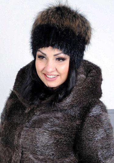 Женская меховая шапка из натурального енота