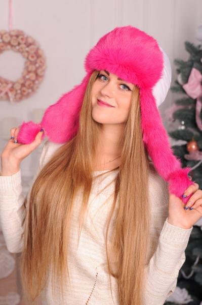 Белая шапка ушанка, с розовым натуральным мехом