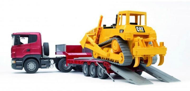 Тягач Bruder с прицепом–платформой Scania с гусеничным бульдозером CAT