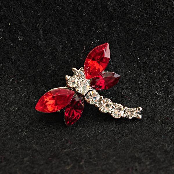 [20/23 мм] Брошь светлый металл Стрекоза со стразами и красными камнями на крыльях