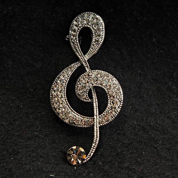 [25/55 мм] Брошь светлый металл скрипичный ключ со стразами и большим камнем внизу изделия