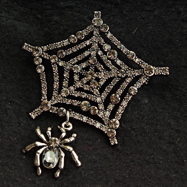 [60/70 мм] Экстравагантная Брошь металл под капельное серебро Паучок, плетущий паутину, с крупным камнем на теле