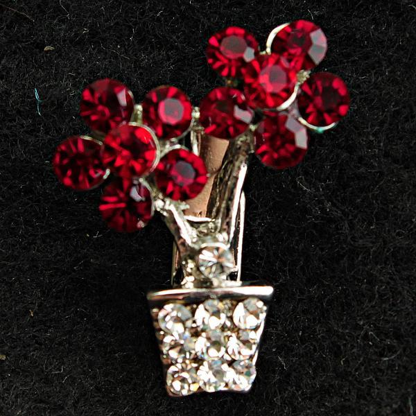 [20/24 мм] Брошь светлый металл со стразами вазон с цветами ярко-касного цвета