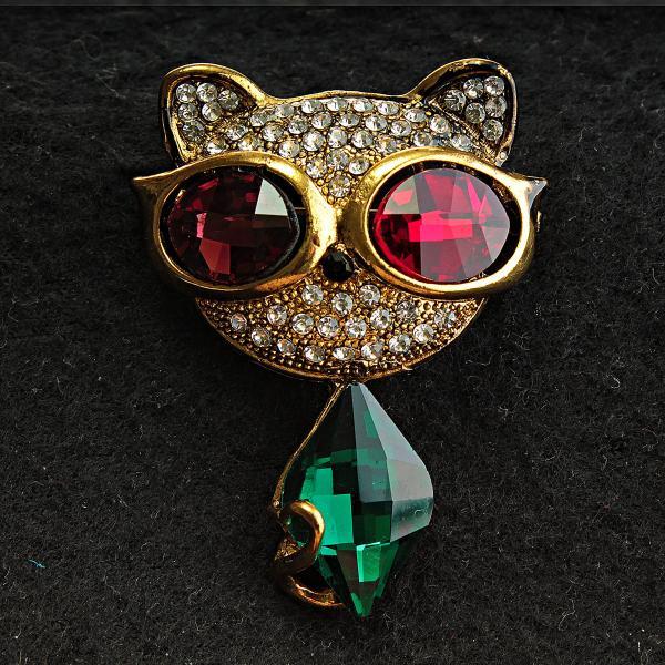 """Брошь Модная кошка в очках с кристаллами цвет металла """"старое золото"""" глазки разного цвета [43/55 мм"""