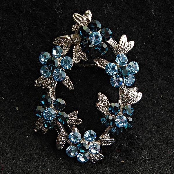 [25/40 мм] Брошь металл под капельное серебро овальной формы с цветами синих и голубых тонов