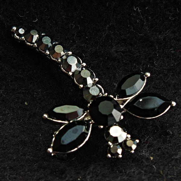 [28/47 мм] Брошь металл под капельное серебро Стрекоза со стразами и черными камнями на крыльях дизайн насекомые