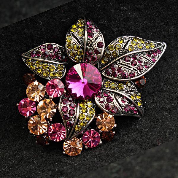 [42/56 мм] Брошь темный металл цветочная с яркими крупными камнями насыщенных оттенков