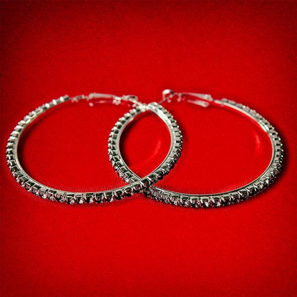 [55 мм] Серьги-кольца итальянский замок с черными стразами среднего размера светлый металл