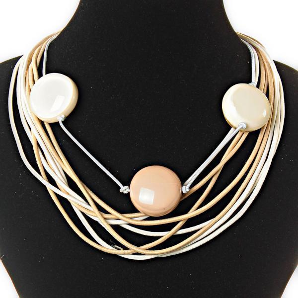 Ожерелье из нитей - светло-коричневый молочный цвет,  декор - бусины, крупные, круглые