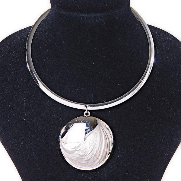 Металлическое кольцо на шею с круглой подвеской Silver