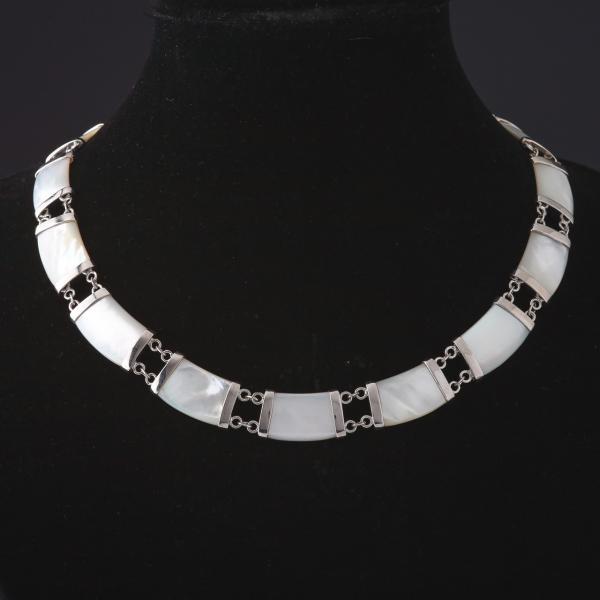 Колье Королевский Перламутр  цвет металла -серебро