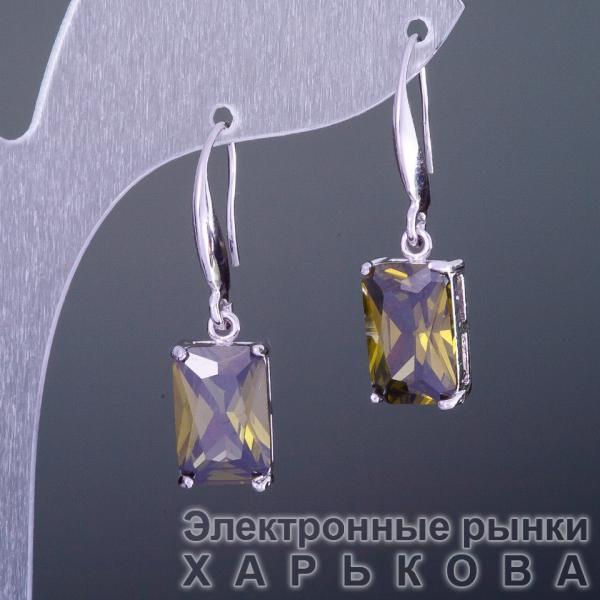 """Серьги с кристаллами """"Зеленые"""" 1,3х0,8см - Серьги на рынке Барабашова"""