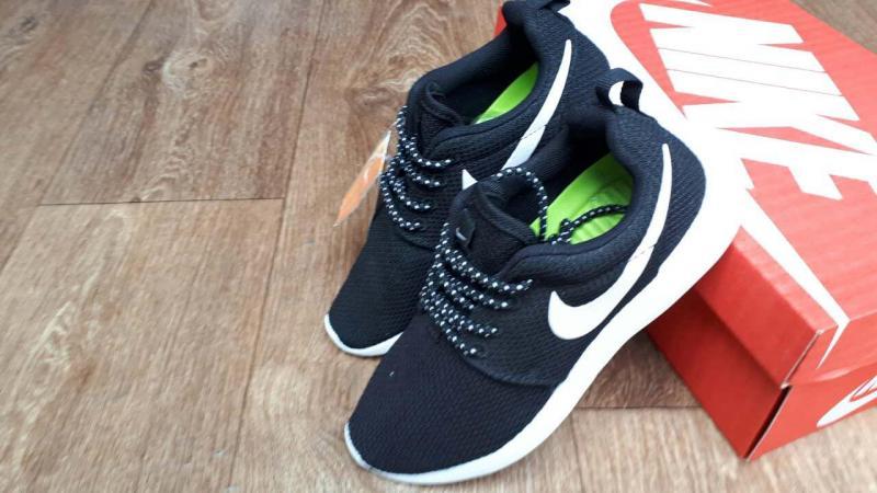 Фото СПОРТИВНАЯ ОБУВЬ Nike Roshe Run Black White (37-45)