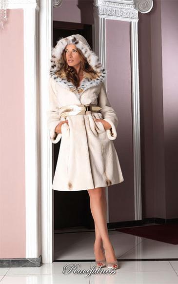 Фото Шубы, Шубы из норки Пальто из щипаной норки с капюшоном из канадской рыси