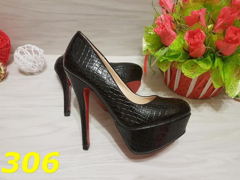 Туфли под кожу рептилии с красной подошвой