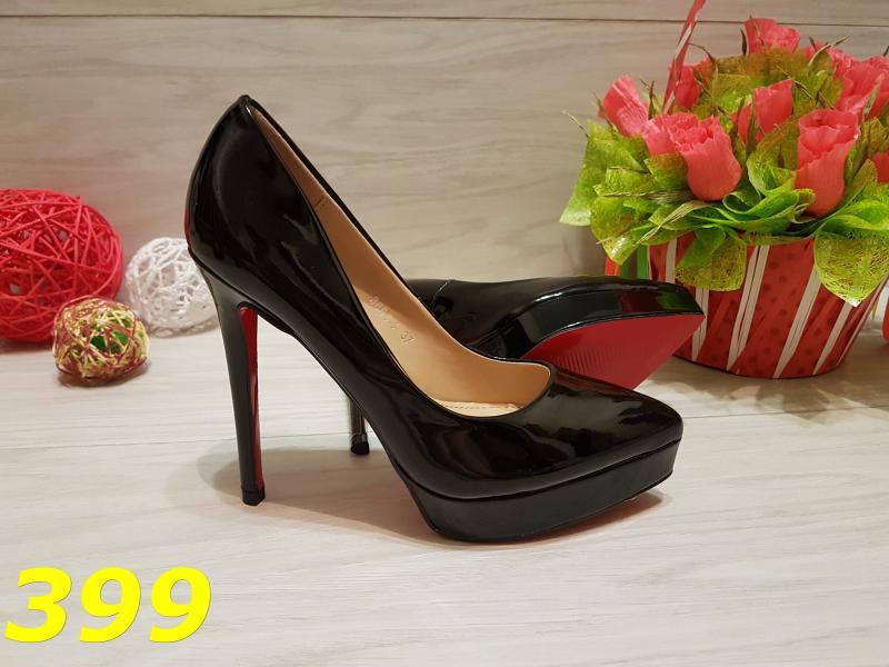 Туфли лодочки с красной подошвой черные