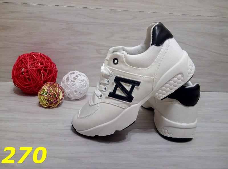 Кроссовки белые с чёрной пяткой