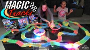 Фото Чудо-трассы 366 дет. Гибкая светящаяся чудо-трасса с мертвой петлей + 2 машинки (Magic Track)